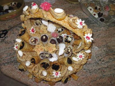 Events cake tower, סלסלת מגדל סומסום לחתן וכלה בעיצוב מיוחד ממולא במגוון עוגיות מרוקאיות